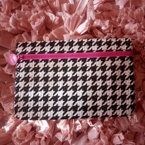 Small Ipsy makeup pouch